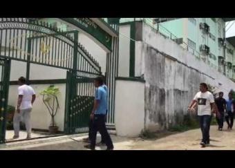 Harimau Muda C pergi menunaikan solat Jumaat di Masjid Vientiane Jamia (28 Ogos 2015)